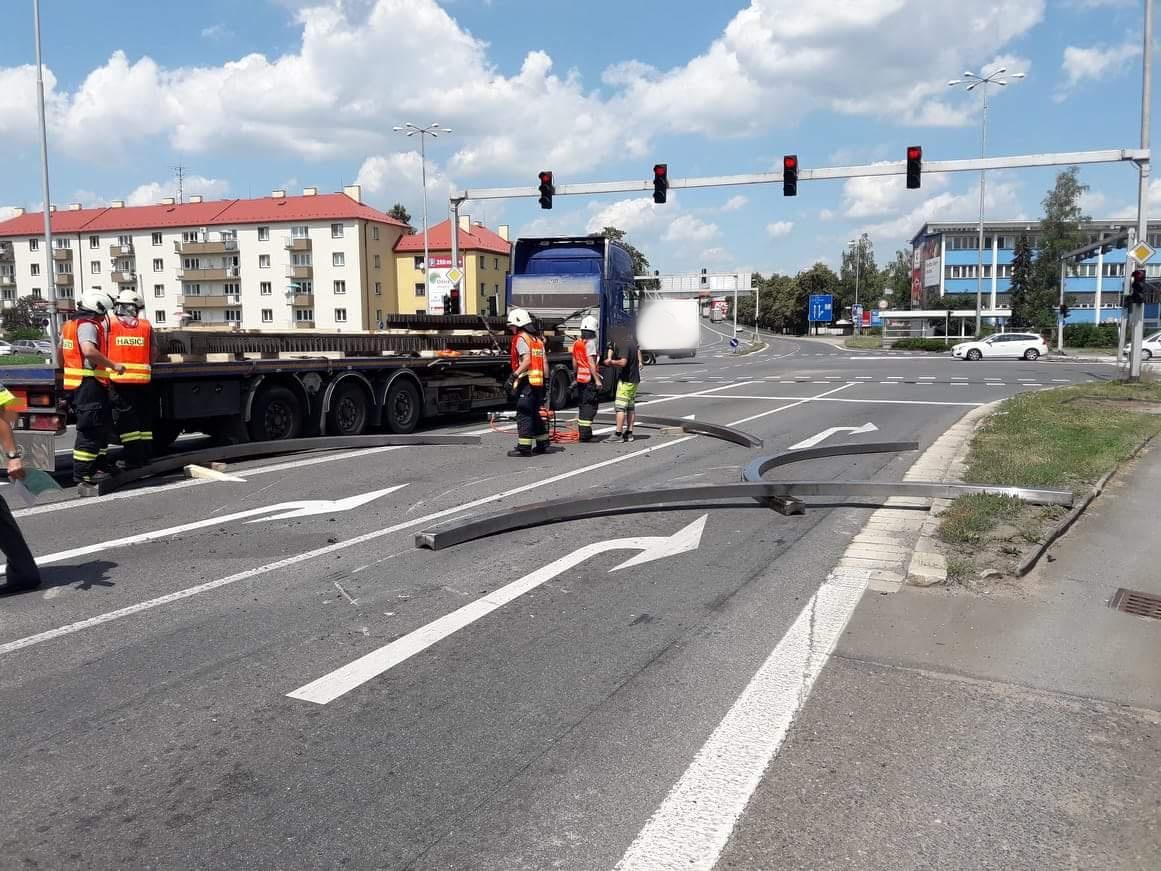 spadly-naklad-nehoda-tesla-hradec-kralove-21-6-2018