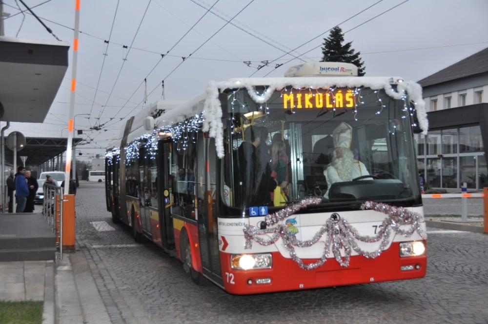 Tradiční mikulášský trolejbus (c) foto DPmHK